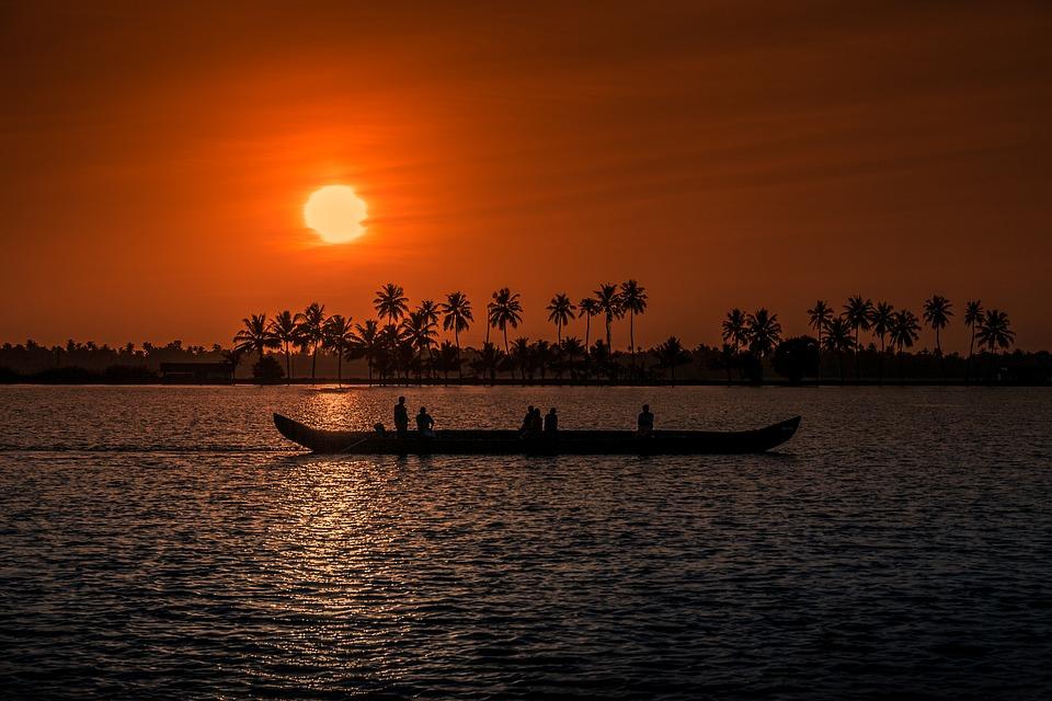 sunset 1139293 960 720 - INDIE POŁUDNIOWE: Kerala i festiwal Theyyam - wycieczka