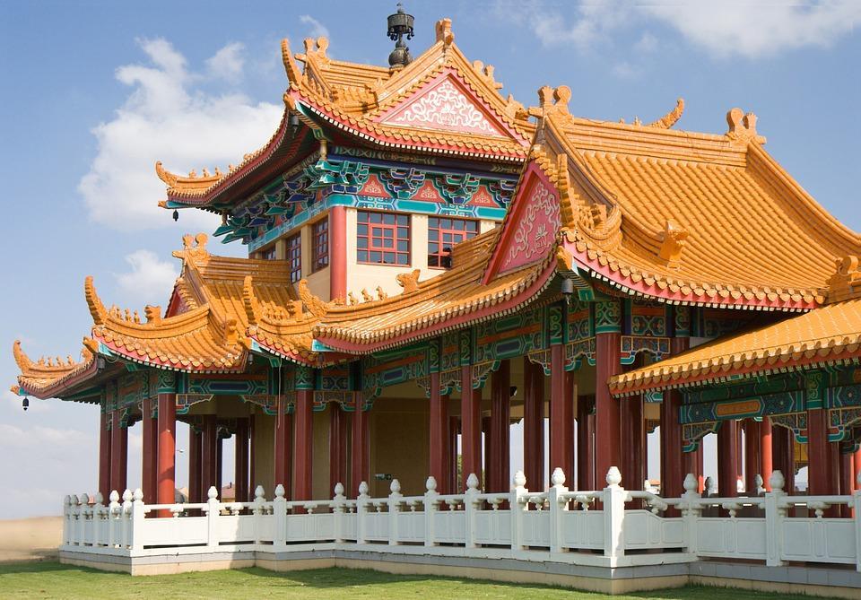 temple 426500 960 720 - CHINY: Największe atrakcje Państwa Środka – Góry Tęczowe, rejs po Jangcy, Park Zhangjiajie