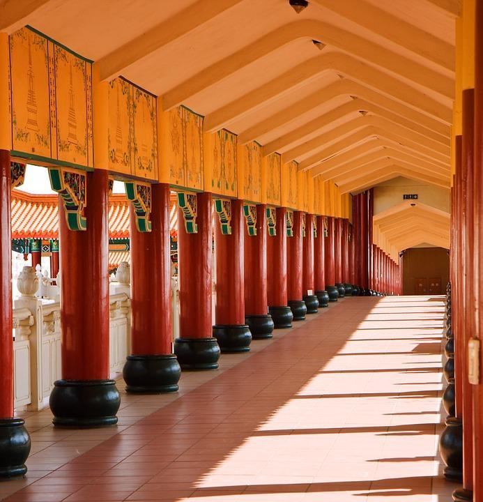 temple 426513 960 720 - CHINY: Największe atrakcje Państwa Środka – Góry Tęczowe, rejs po Jangcy, Park Zhangjiajie