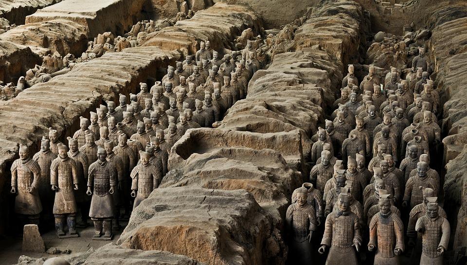 terracotta army 1864972 960 720 - CHINY: Największe atrakcje Państwa Środka – Góry Tęczowe, rejs po Jangcy, Park Zhangjiajie