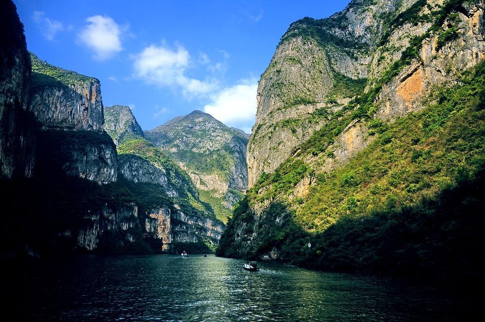 the three gorges 788285 960 720 - CHINY: Największe atrakcje Państwa Środka – Góry Tęczowe, rejs po Jangcy, Park Zhangjiajie