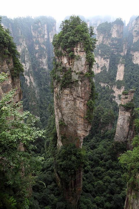 zhangjiajie 2661371 960 720 - CHINY: Największe atrakcje Państwa Środka – Góry Tęczowe, rejs po Jangcy, Park Zhangjiajie