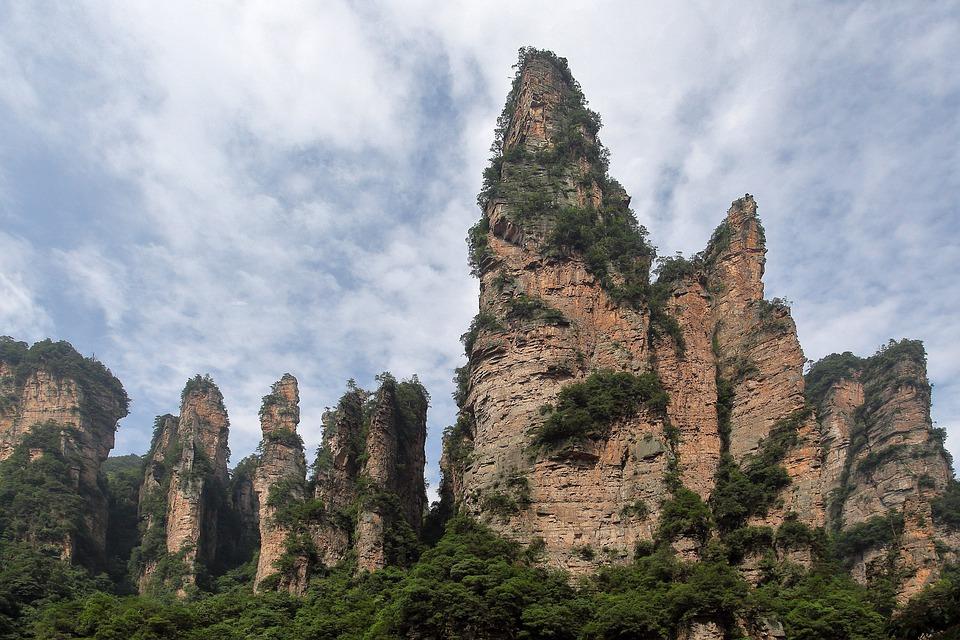 zhangjiajie 2661374 960 720 - CHINY: Największe atrakcje Państwa Środka – Góry Tęczowe, rejs po Jangcy, Park Zhangjiajie