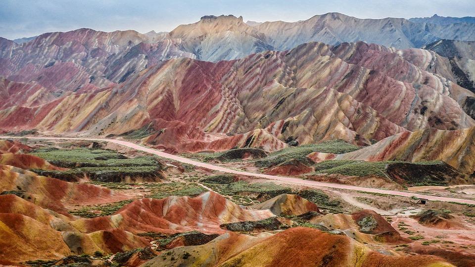 zhangye 2713415 960 720 - CHINY: Największe atrakcje Państwa Środka – Góry Tęczowe, rejs po Jangcy, Park Zhangjiajie