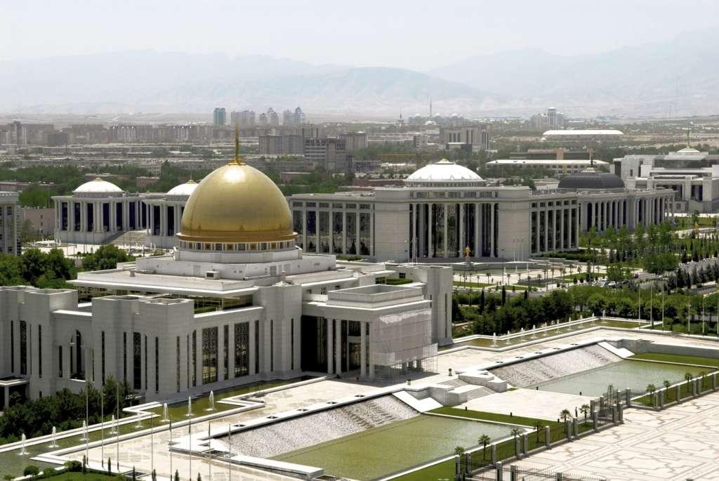 stock photo 4898907 president palace ashgabat turkmenistan 1024x685 - AZJA ŚRODKOWA: Turkmenistan – Uzbekistan – Tadżikistan – Kirigistan – Kazachstan