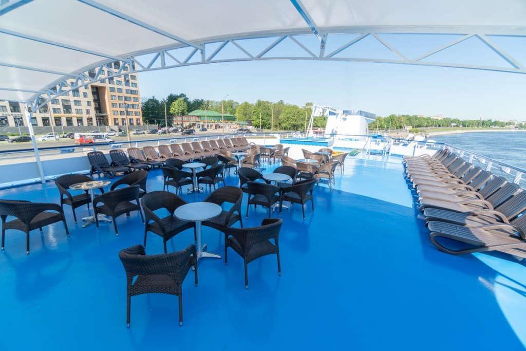 5 Sun Deck 3 1024x683 - ROSJA: od Moskwy do Petersburga – luksusowy rejs po Wołdze