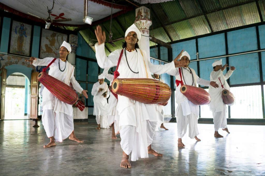 Dancing Monks in Majuli 1024x683 - INDIE: Assam i Nagaland - Plemiona Naga i Festiwal Hornbill