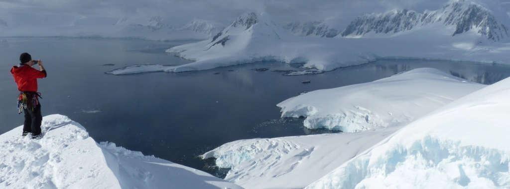 endless view from the top christoph gniesser oceanwide expeditions 1024x381 - ANTARKTYDA – PODRÓŻ PRZEZ TRZY KONTYNENTY: Rejs z Nowej Zelandii do Argentyny