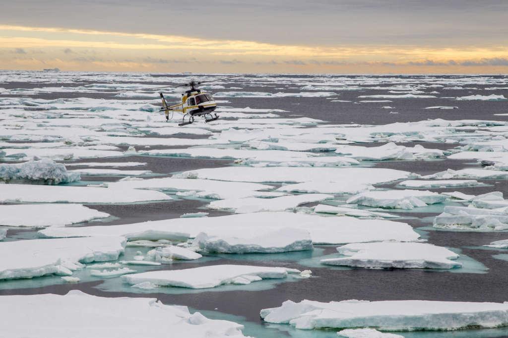 helicopter flight above the ross sea packice rolf stange oceanwide expeditions 1024x682 - ANTARKTYDA – PODRÓŻ PRZEZ TRZY KONTYNENTY: Rejs z Nowej Zelandii do Argentyny