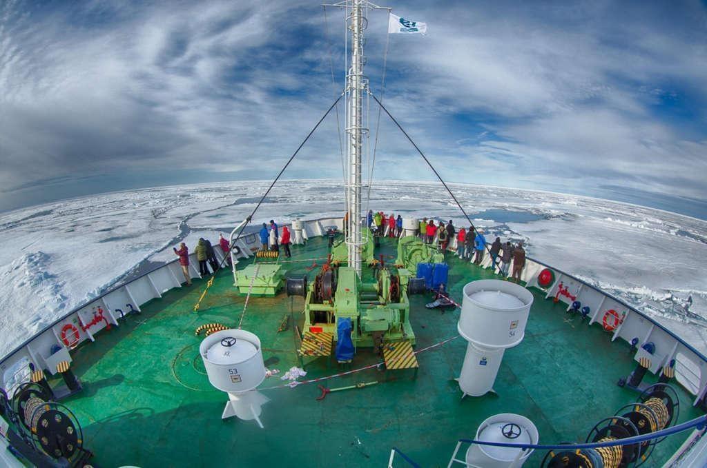 ortelius in pack ice spitsbergen arjen drost oceanwide expeditions 1024x679 - ANTARKTYDA – PODRÓŻ PRZEZ TRZY KONTYNENTY: Rejs z Nowej Zelandii do Argentyny