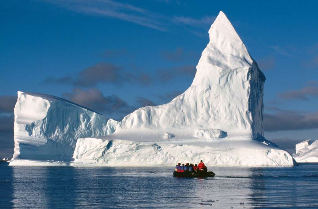 zodiac cruising in the weddell sea rinie van meurs oceanwide expeditions 1024x675 - ANTARKTYDA – PODRÓŻ PRZEZ TRZY KONTYNENTY: Rejs z Nowej Zelandii do Argentyny