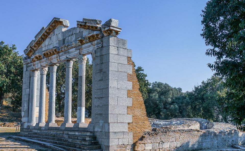 architecture 3949642 960 720 - Bałkańska przygoda – Albania, Macedonia, Czarnogóra i Kosowo