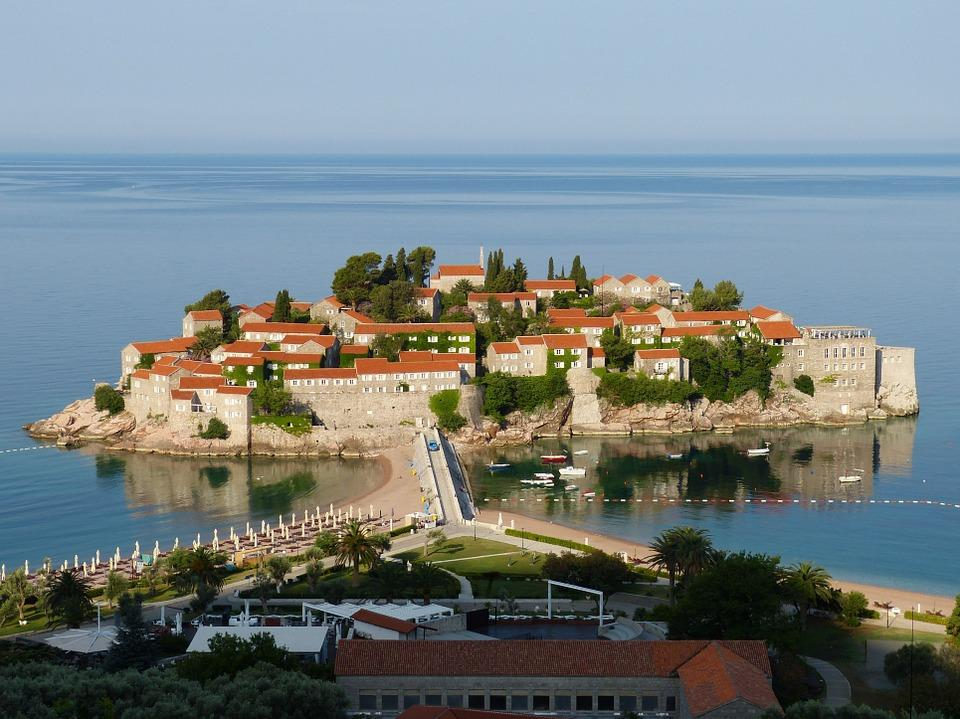 budva 823409 960 720 - Bałkańska przygoda – Albania, Macedonia, Czarnogóra i Kosowo