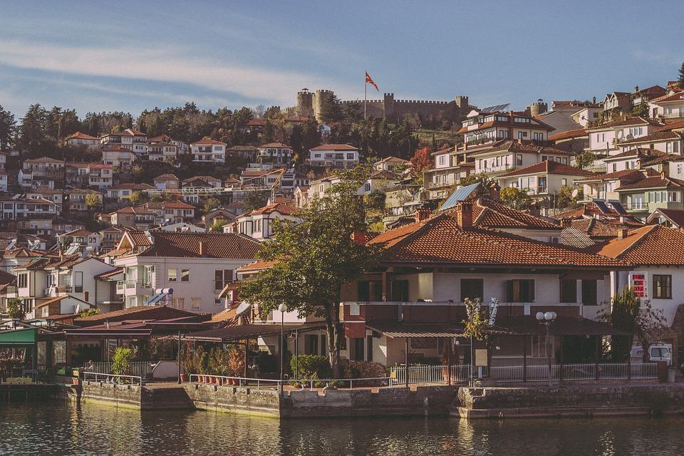 ohrid town 3309126 960 720 - Bałkańska przygoda – Albania, Macedonia, Czarnogóra i Kosowo