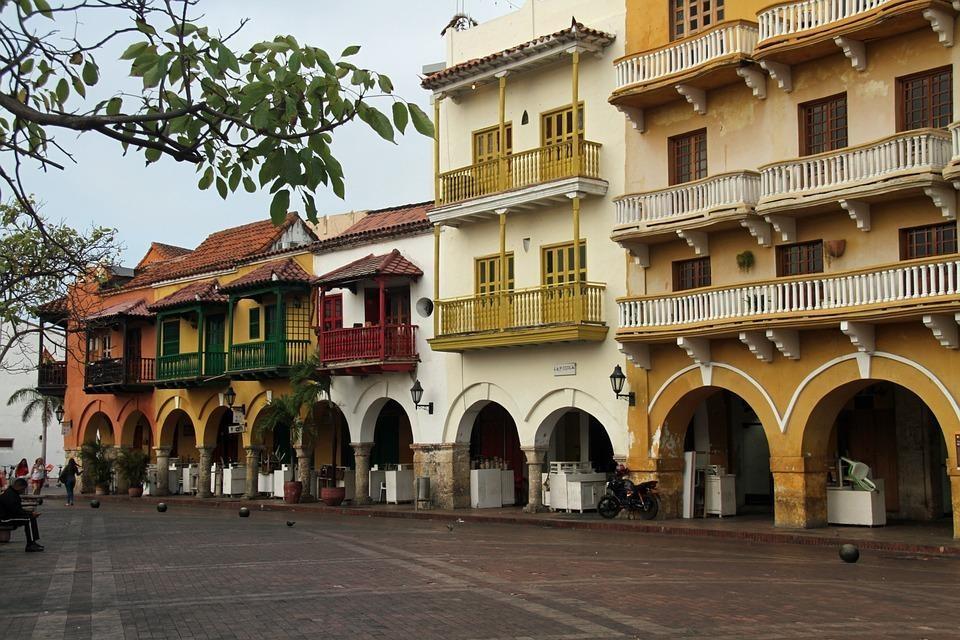 colonial 4043082 960 720 - GALAPAGOS - KOLUMBIA