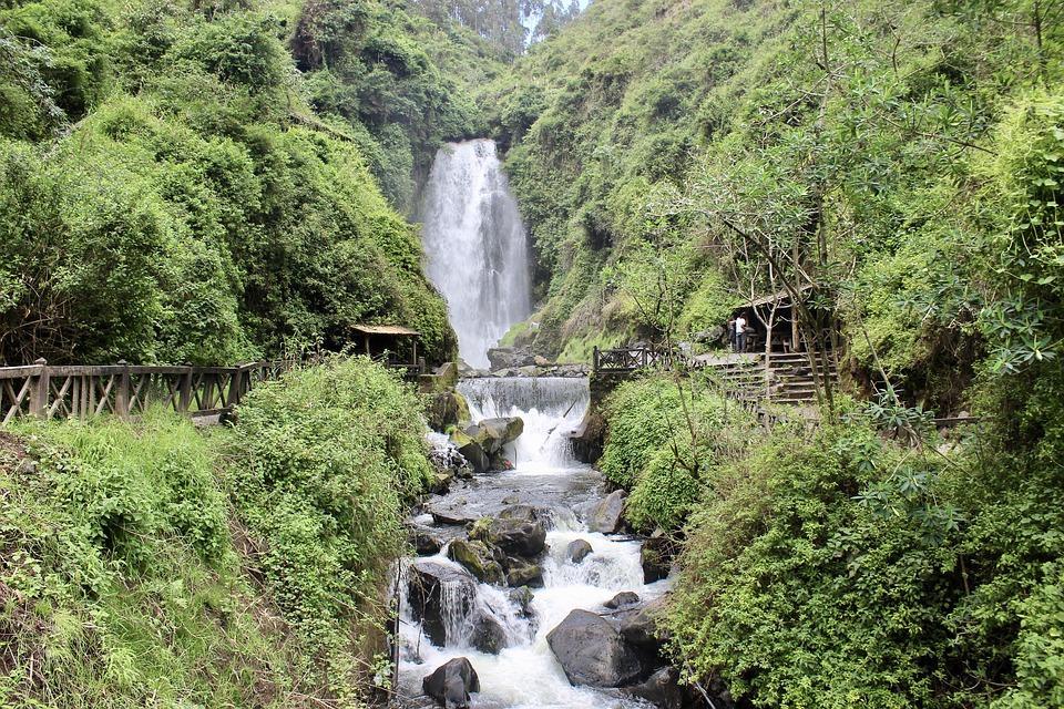 waterfall 2702882 960 720 - EKWADOR – magiczna wyprawa